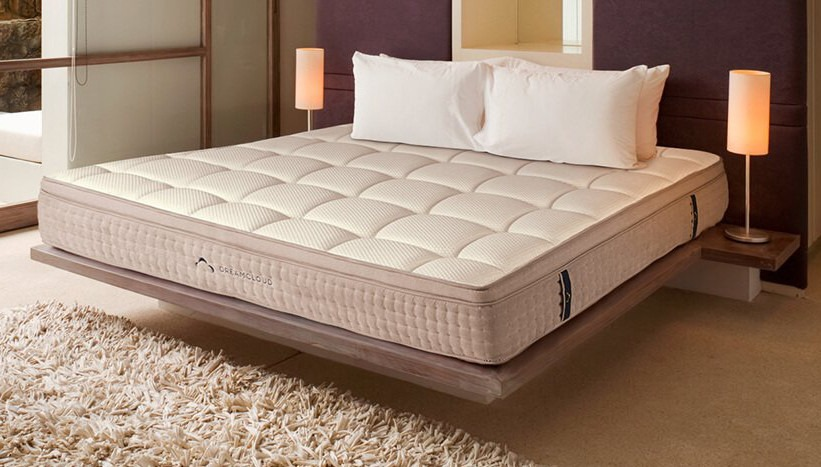 dreamcloud-mattress-side